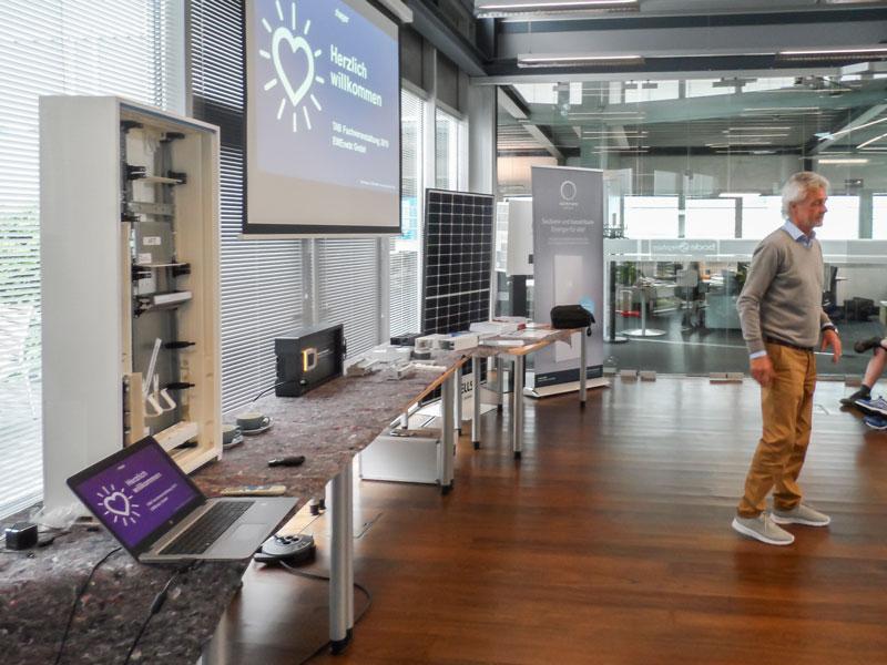 """Anfang Juni fand für unsere Mitarbeiter ein Weiterbildungsseminar statt zum Thema """"die neue VDE-Norm 4100"""" durch den Fachseminar-Anbieter :hager."""